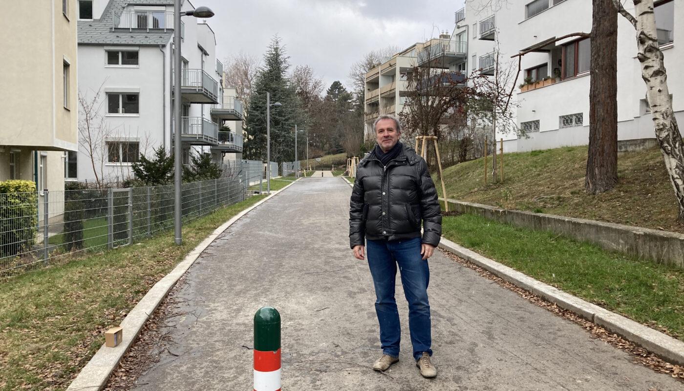Robert Zöchling bei der neuen Karlweisgasse