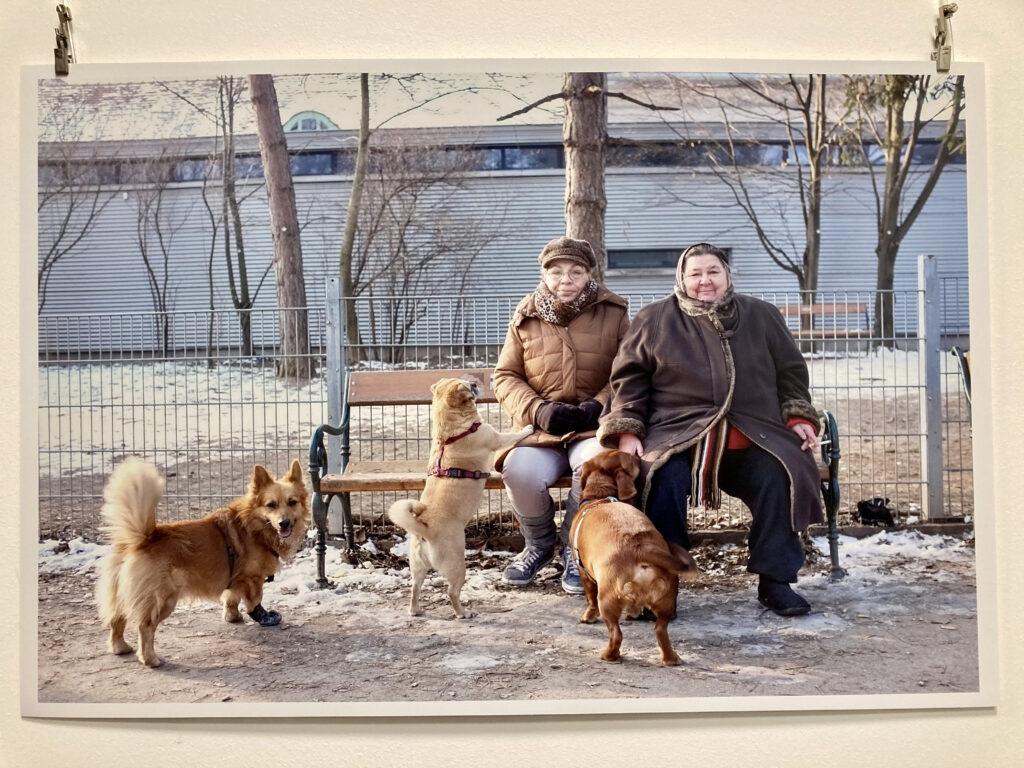 Zwei Damen in der Hundezone @Ivo Schneider